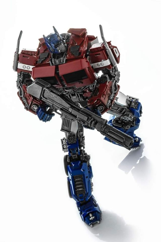 Transformers-Optimus Prime M09 Action Figure Robot Wei Jiang Action Figure